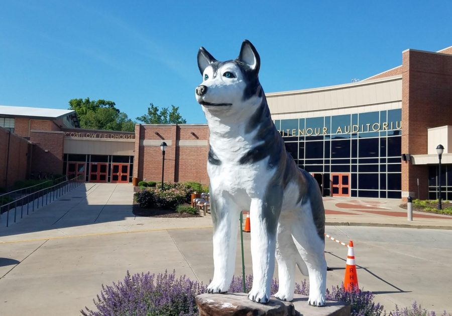 Class of 2018 gifts a statue to the school