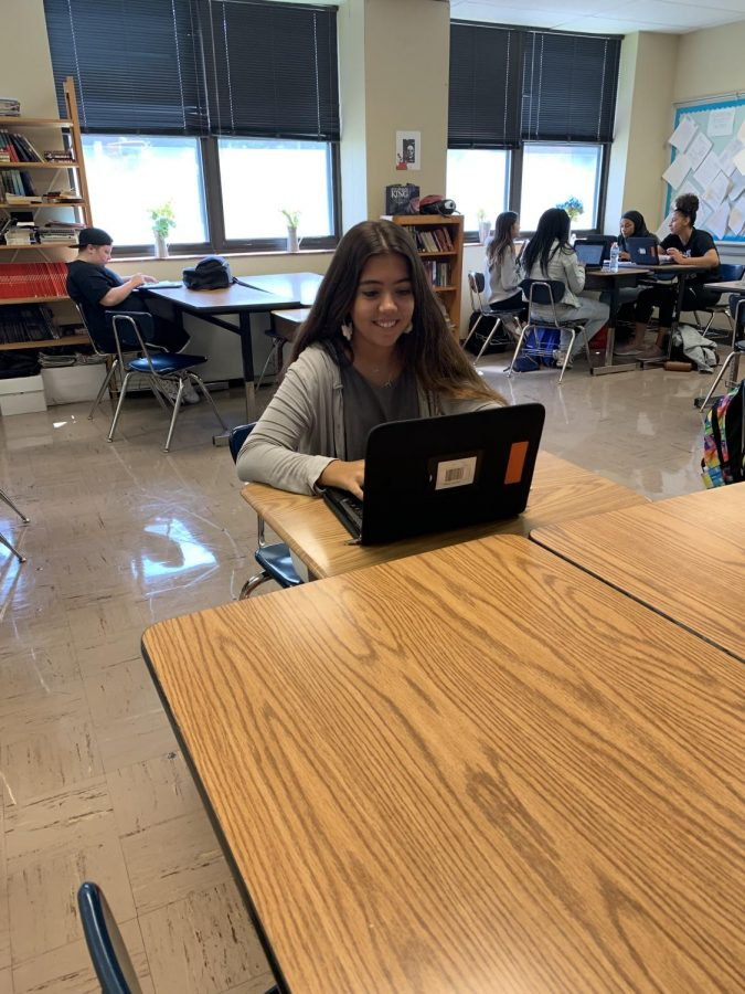 Senior+Carlota+Gili+works+on+her+Chromebook+in+class.++Gili+came+to+Ritenour+from+Spain+to+spend+her+senior+year+in+the+United+States.++