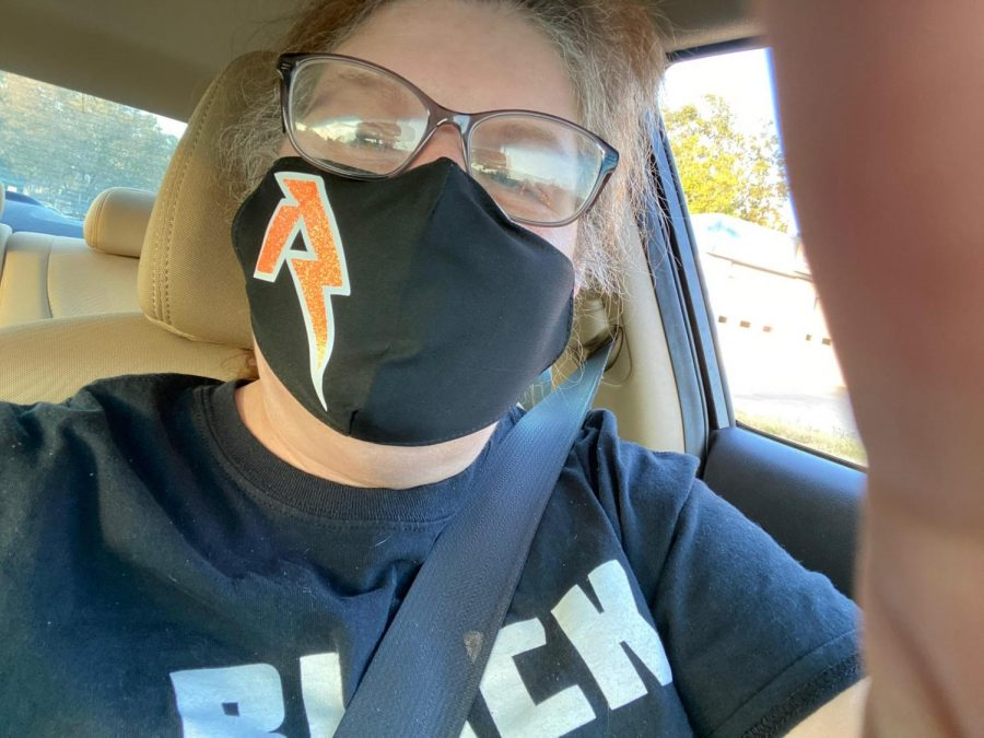 Stop+the+Spread%3A+RHS+Teachers+show+support+of+wearing+masks